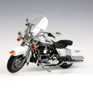 [HIGHWAY61] 1:12 Harley Davidson 2009 FLHR ROAD KING - White Gold Pearl - Pewter Pearl-81086