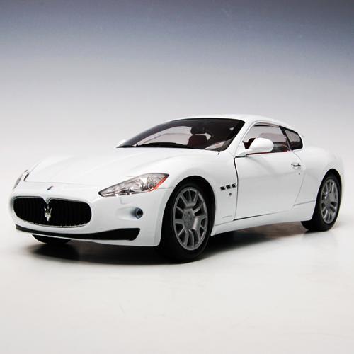 [MOTORMAX] 1:18 Maserati GranTurismo - 79151