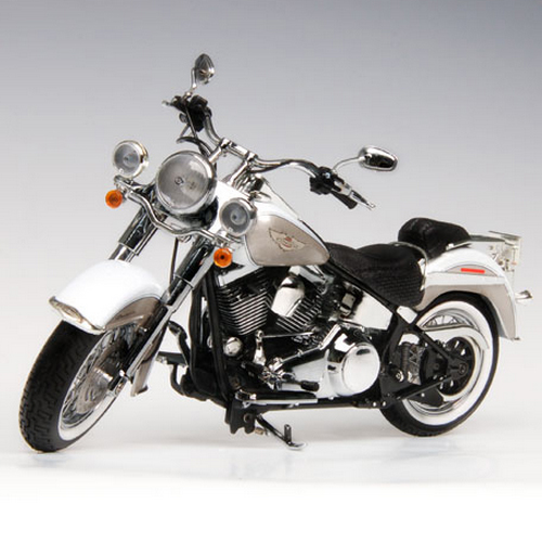 [HIGHWAY61] 1:12 2009 Harley Davidson FLSTN SOFTAIL DELUXE WHITE GOLD PEARL/PEWTER PEAR - 81080